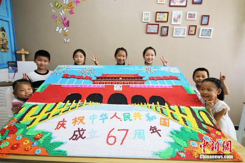 고사리손으로 만든 '단추 톈안먼', 국경절 기념
