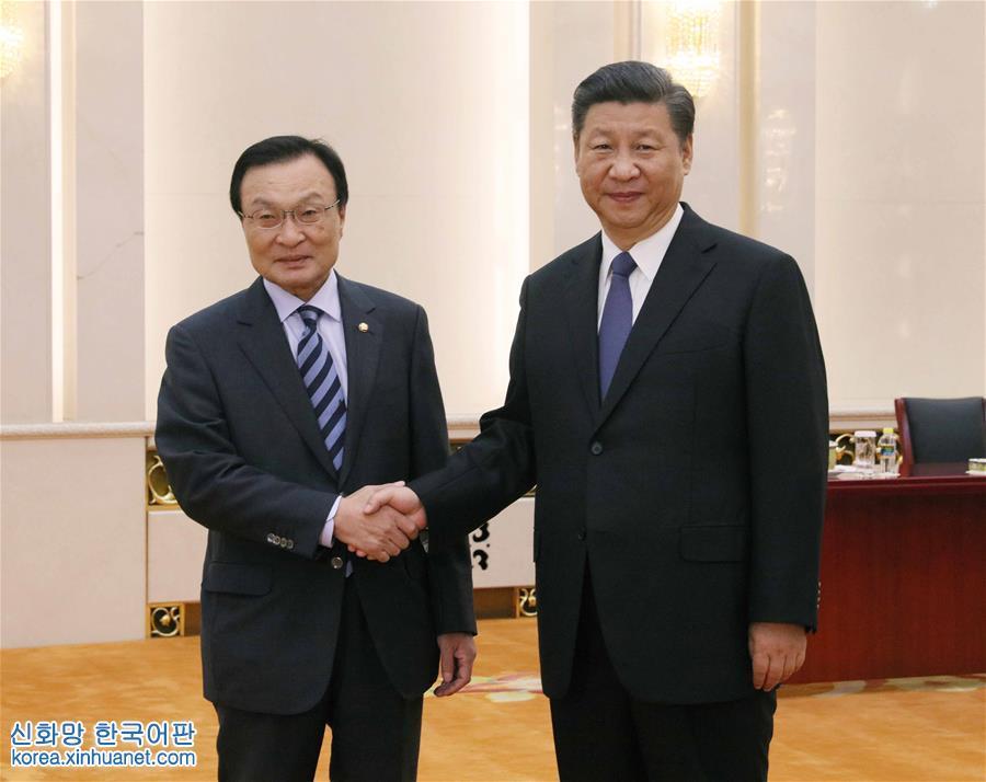 (时政)习近平会见韩国总统特使李海瓒