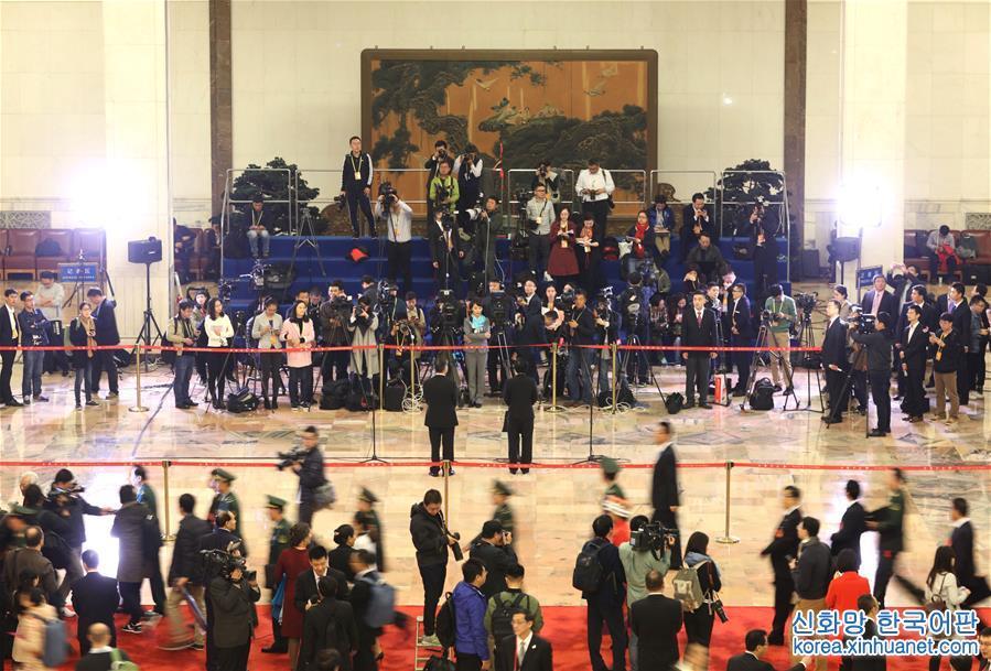 (十九大·图文互动)(1)公开·透明·创新——从党的十九大看更加开放自信的中国