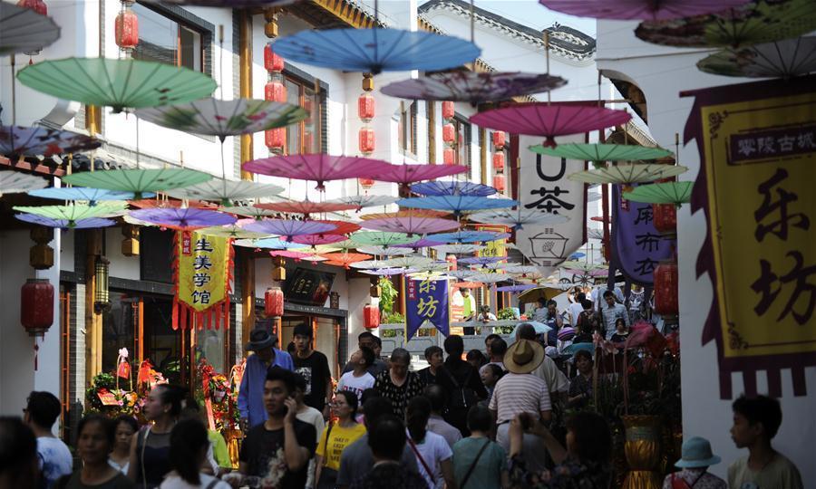 후난 융저우: 링링고성 거리 개방해 손님 맞이