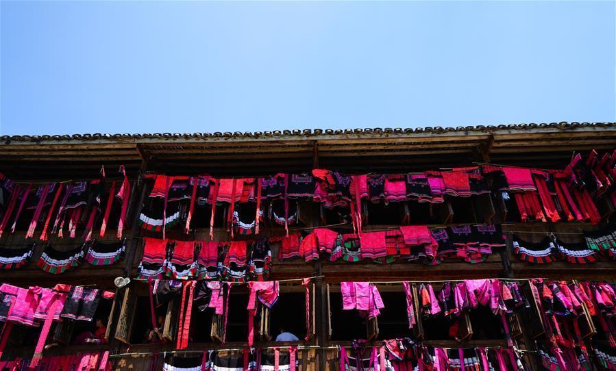 광시 룽성: 다채로운 옷자랑축제