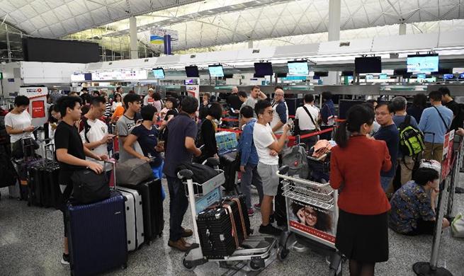 新华网-香港机场解除禁令后.jpg