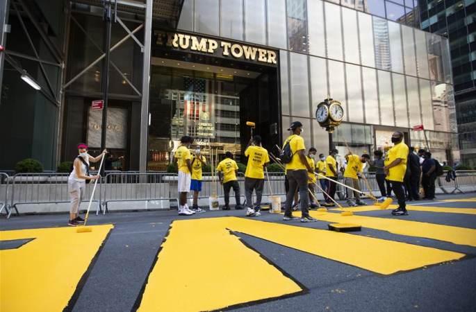 """뉴욕 트럼프타워 앞 도로에 """"흑인 목숨 소중"""" 페인트칠"""