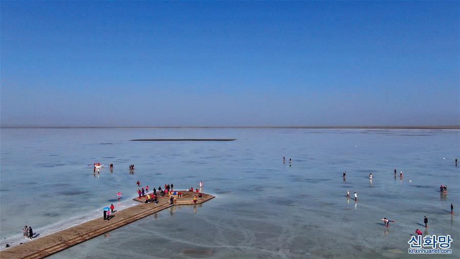 '하늘 거울' 차카 소금 호수